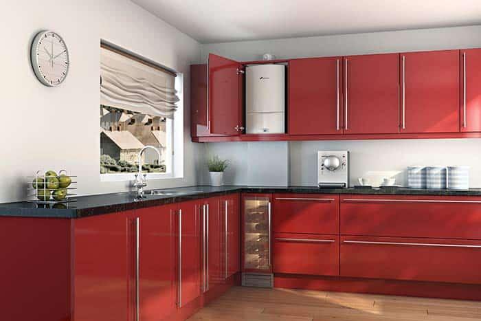 Красная кухня с котлом