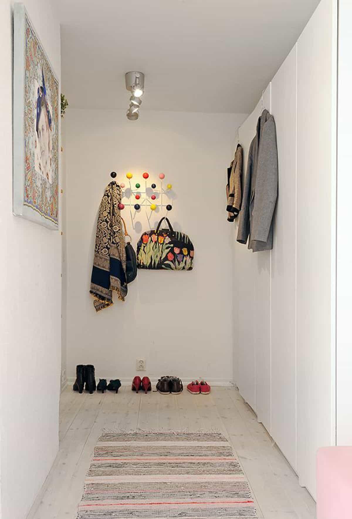 Минимальное количество мебели в прихожей