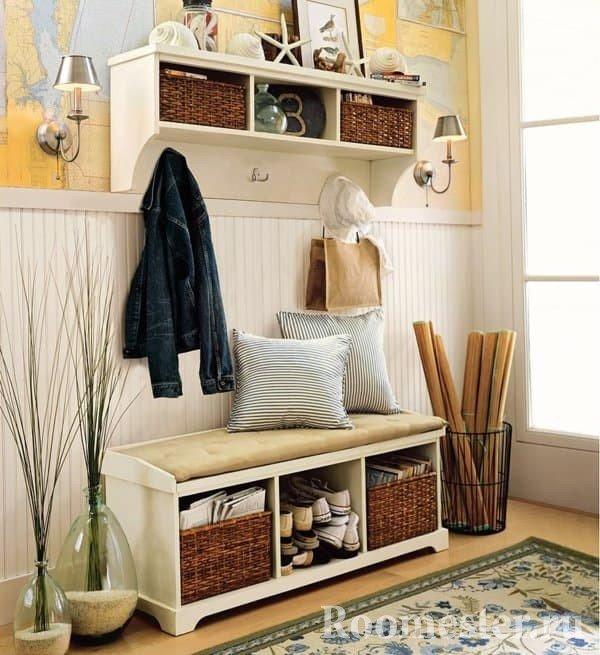 Комбинированная отделка стен в холле