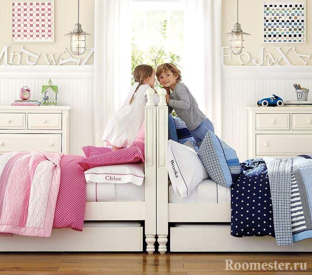 Общее изголовье кровати в детской для двоих разнополых детей