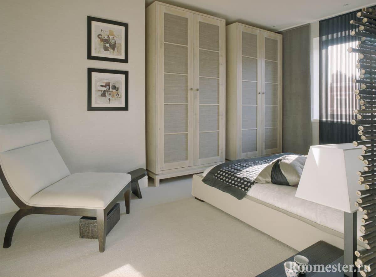 Классическая белая спальня с удобными шкафами