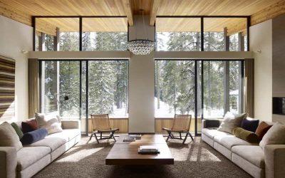 Дизайн гостиной в деревянном доме — 25 фото