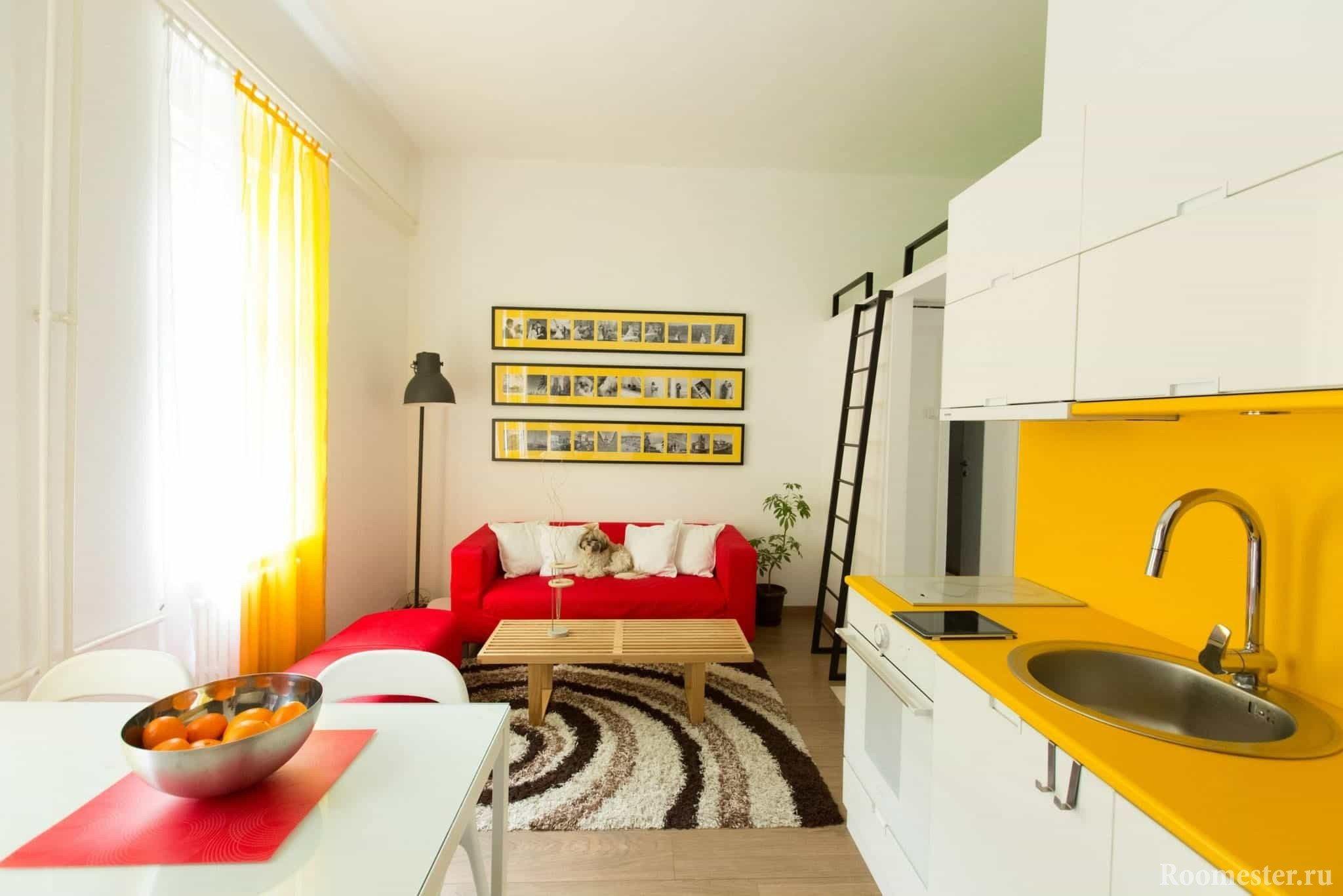 Гостиная и кухня в одной комнате, кровать-чердак
