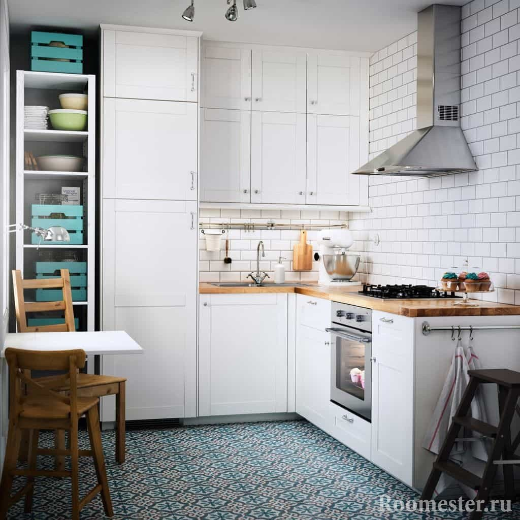 Белая кухня расширяет пространство