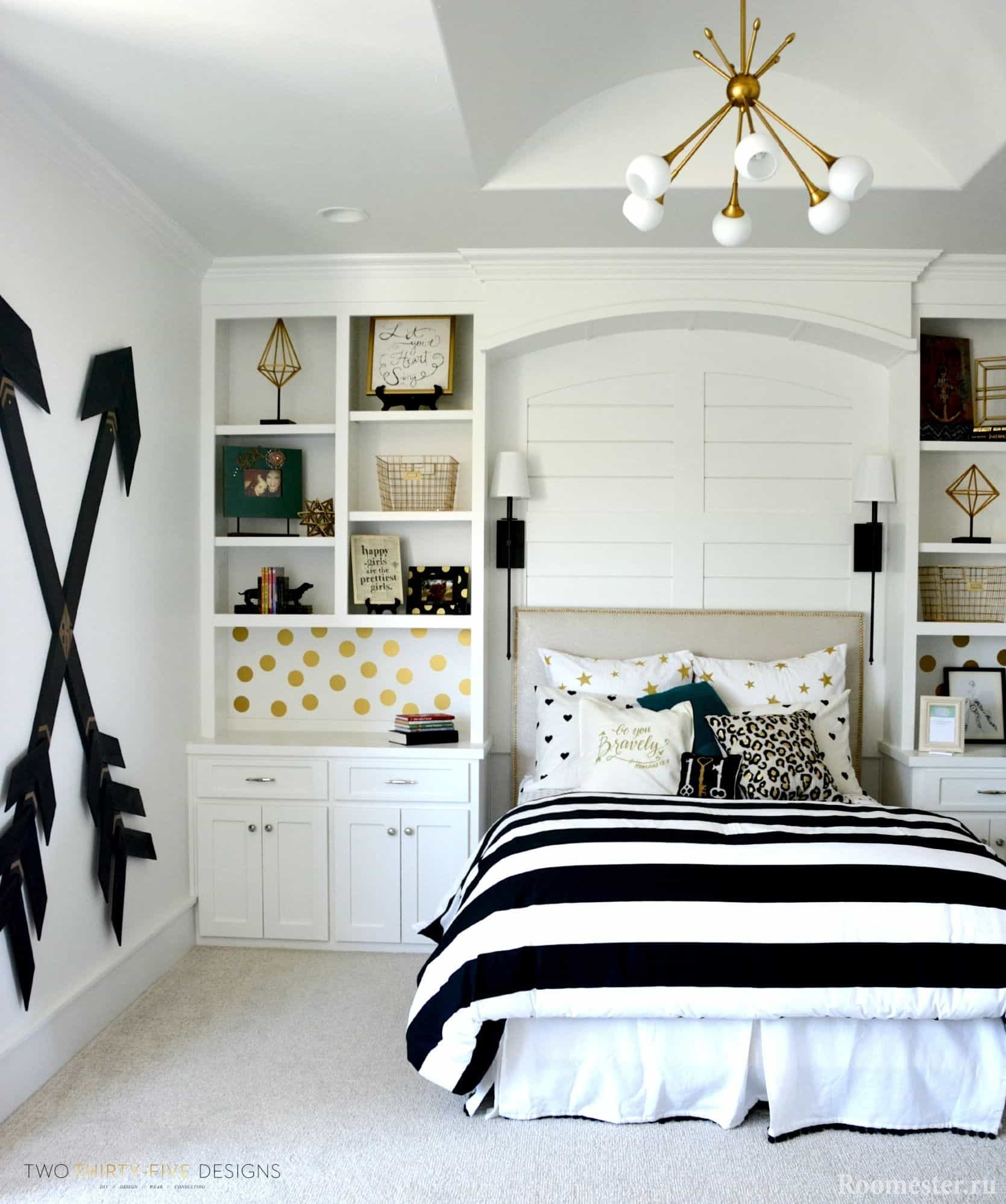 Black and white room design for a teenage girl