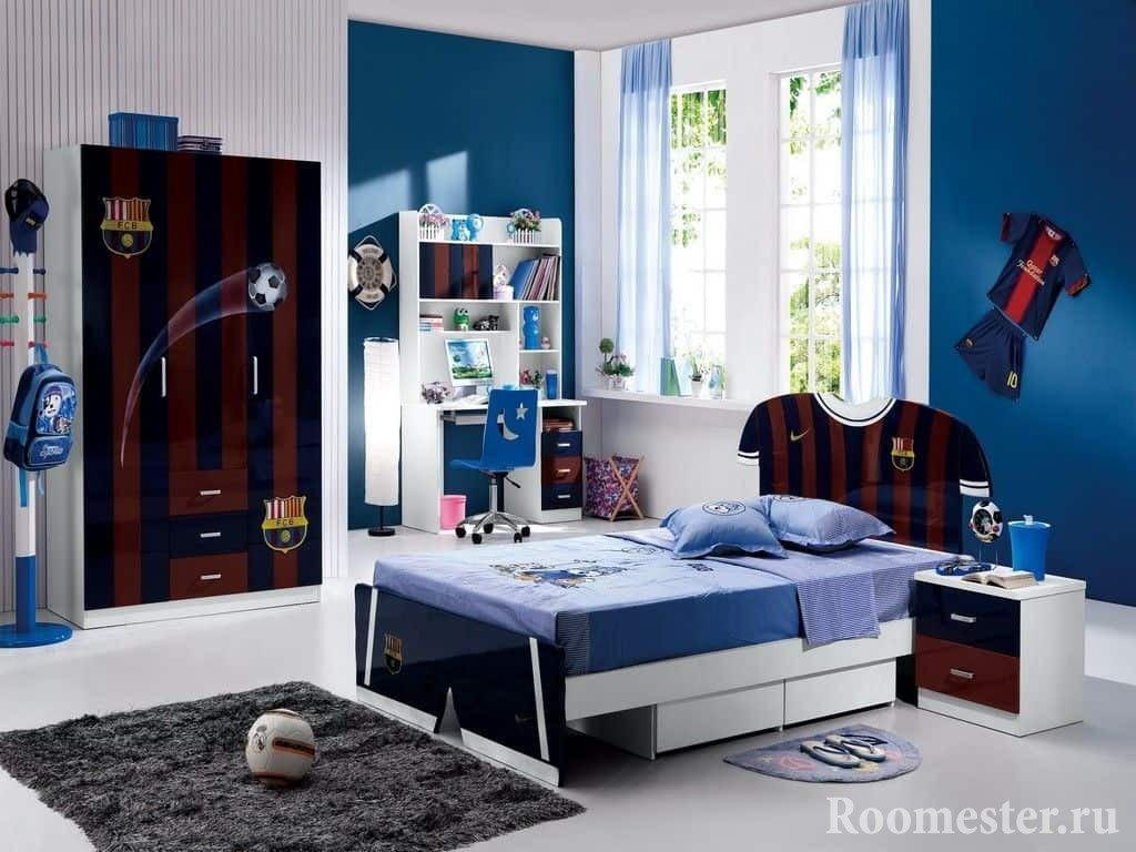 Дизайн спальни в спортивном стиле для мальчика