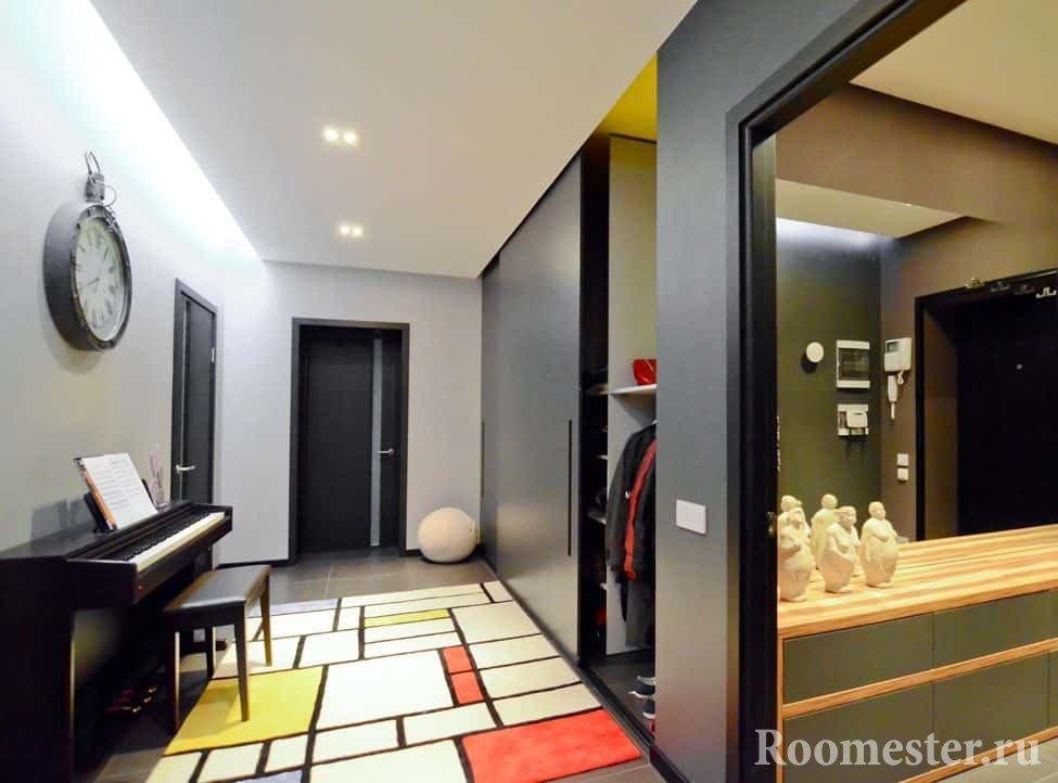 Прихожая в трехкомнатной квартире