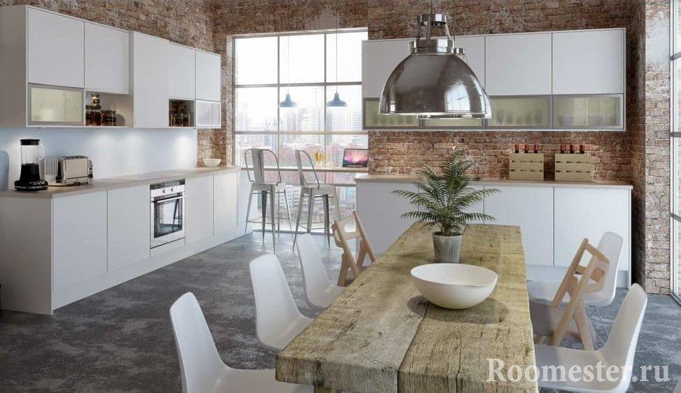 Сочетание кирпичных стен и белой кухни
