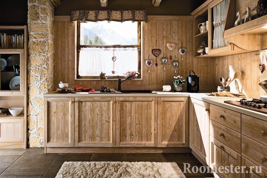 Кухня в эко стиле с деревянным фартуком