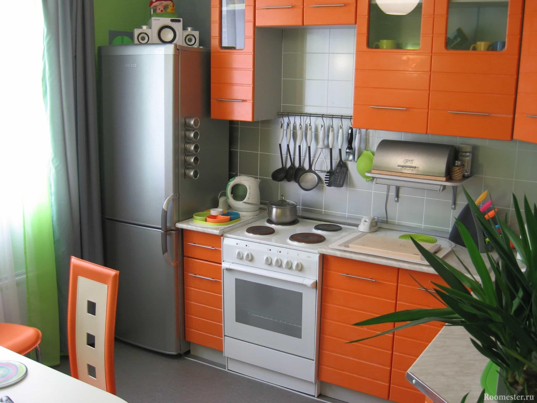 Оранжевая кухня небольшой площади