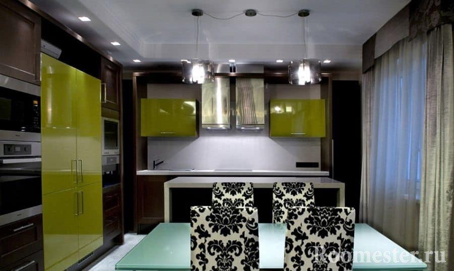 Кухня небольшой площади со столовой