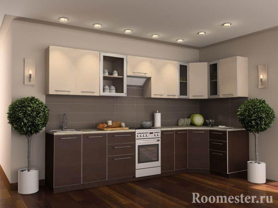 Кухня их нижних фасадов цвета венге и верхних цвета слоновая кость