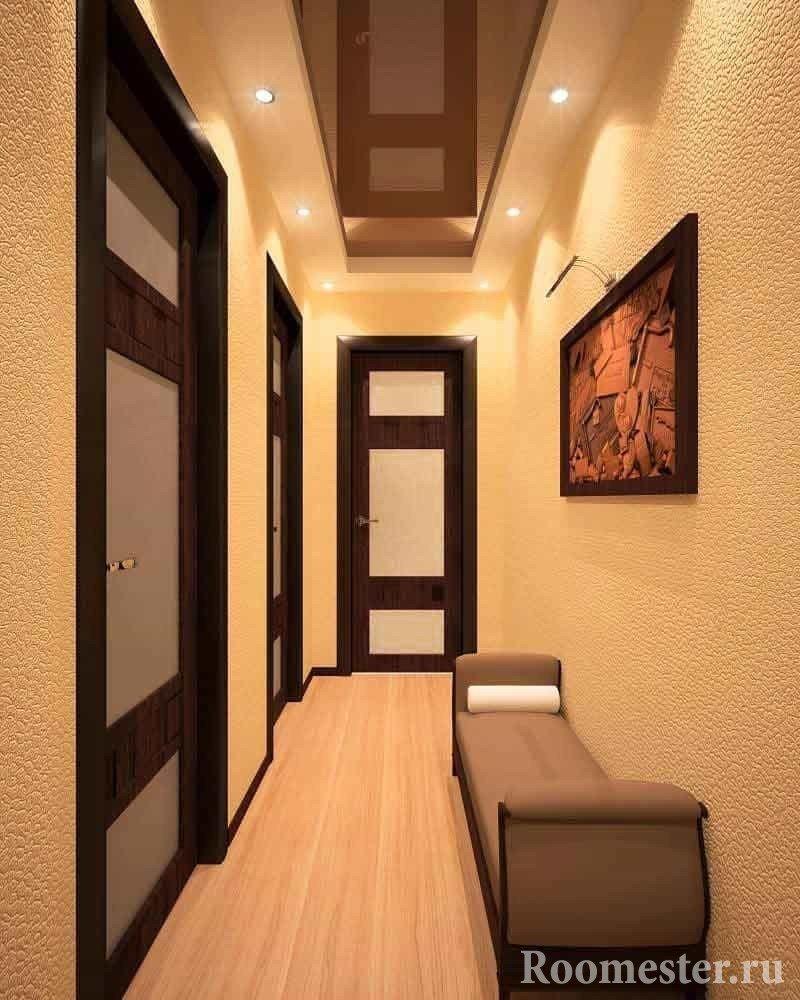 Точечные светильники равномерно осветлят маленький коридор