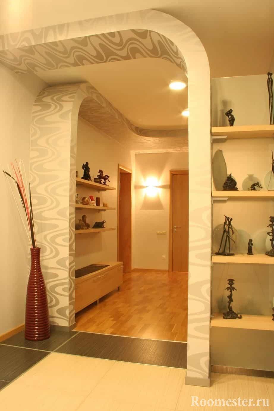 Отделка маленького коридора гипсокартонными конструкциями вместо дверных проемов