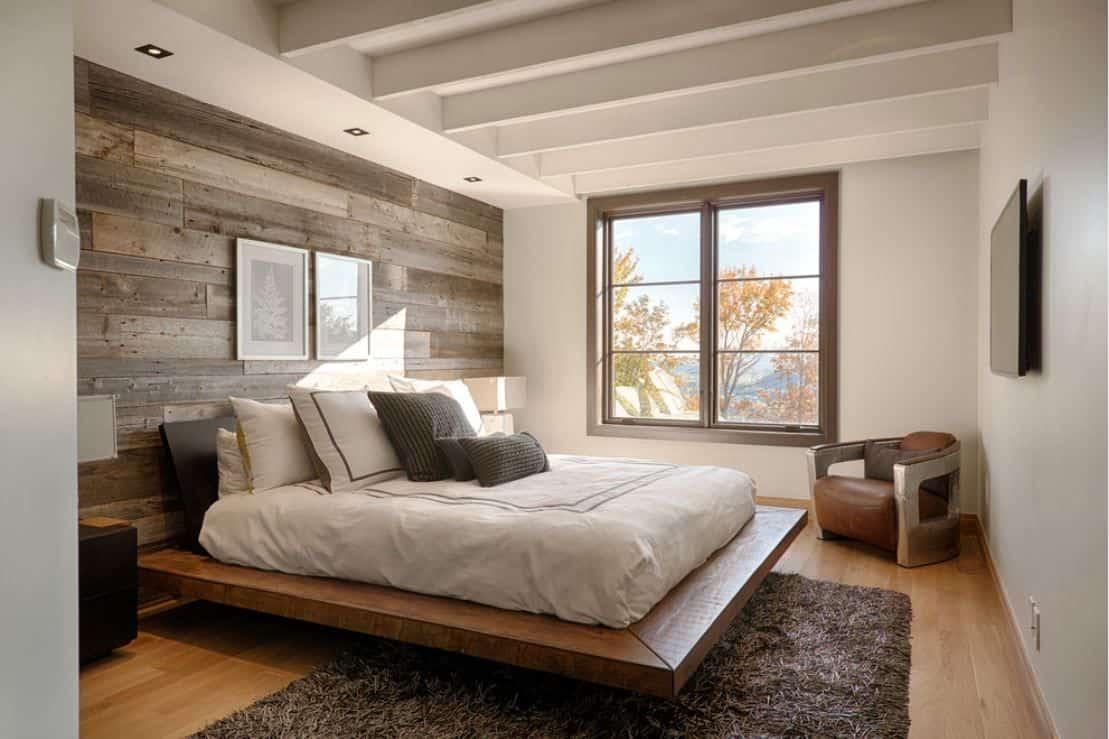 Дизайн спальни 4 на 4 с подиумом и окном