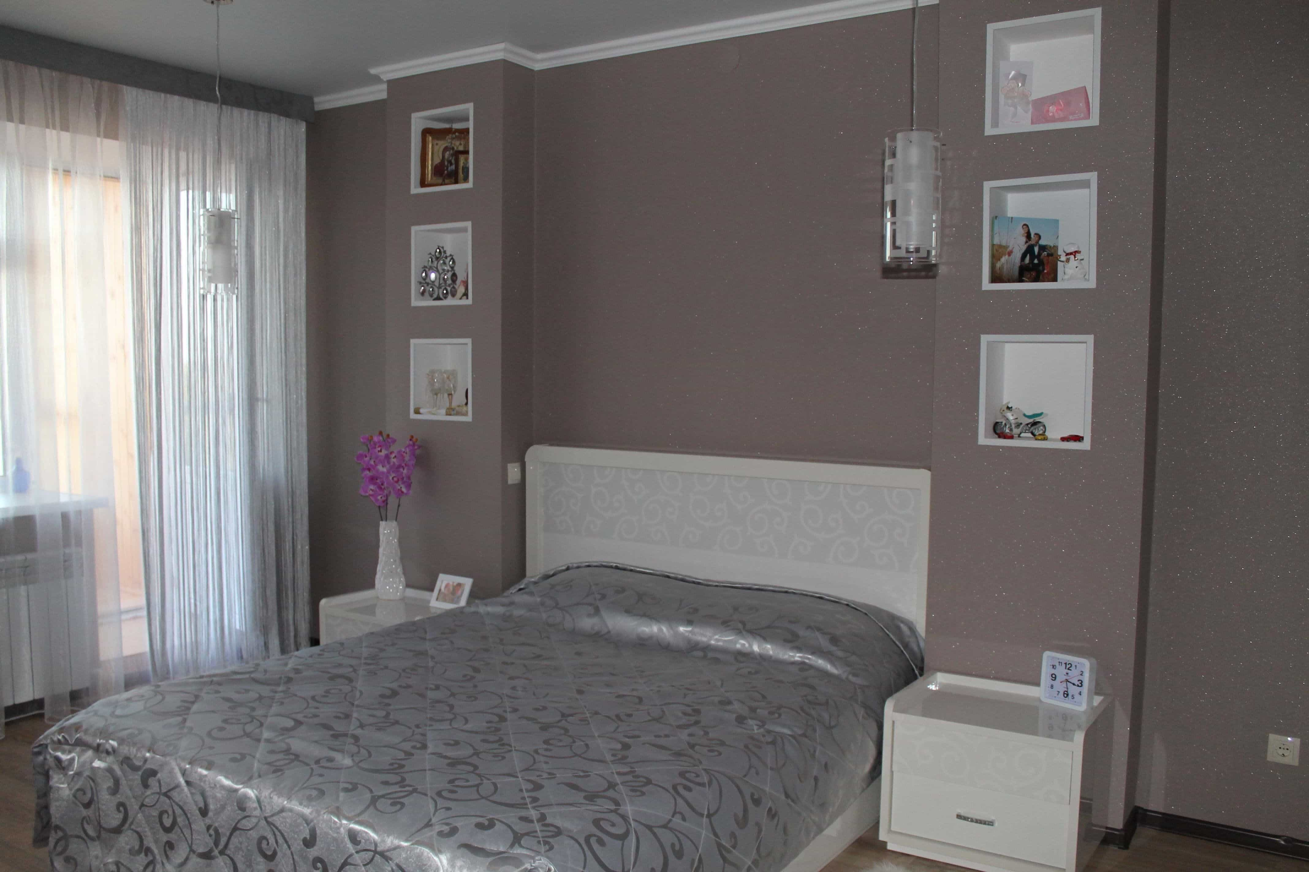 Bedroom 4 by 4 meters with a headboard in a niche