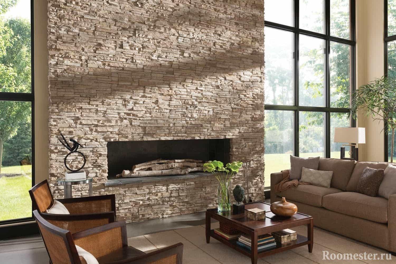 Искусственный камень на стене с камином
