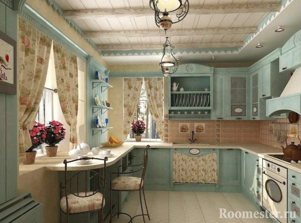Кухня с окнами и открытыми полками