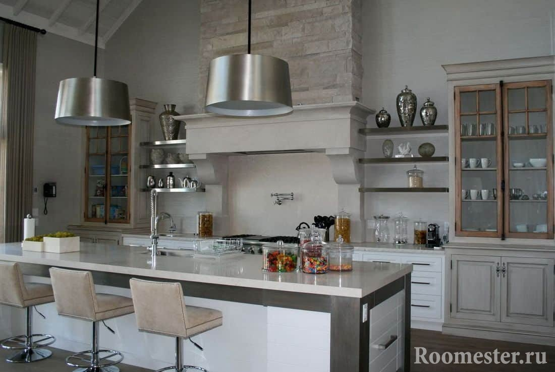 Сочетание современной техники на кухне в деревенском стиле