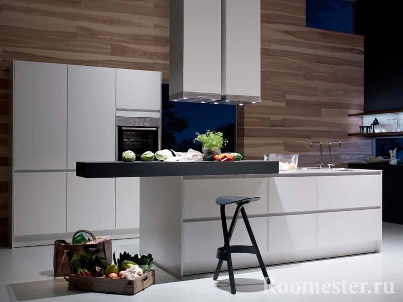 Белая кухня в сочетании с деревом и вытяжкой из потолка с подстветкой