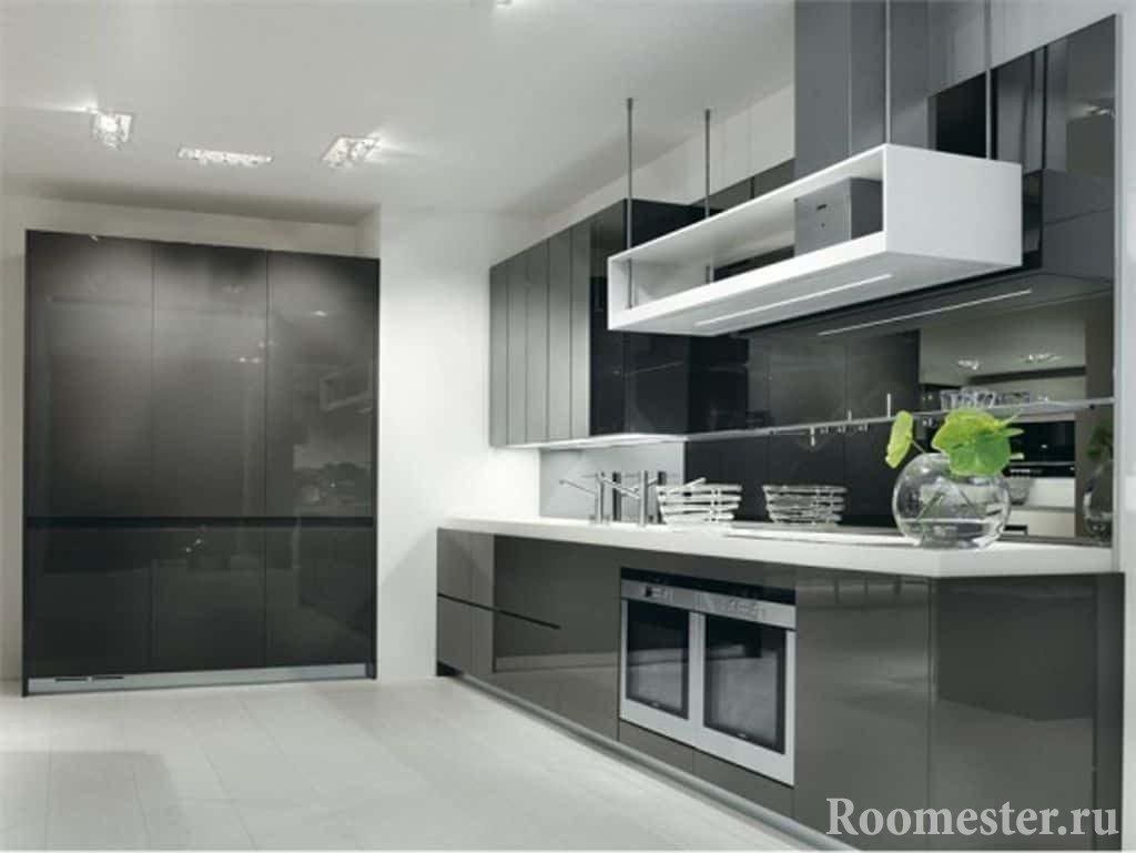 Серые глянцевые фасада на кухне
