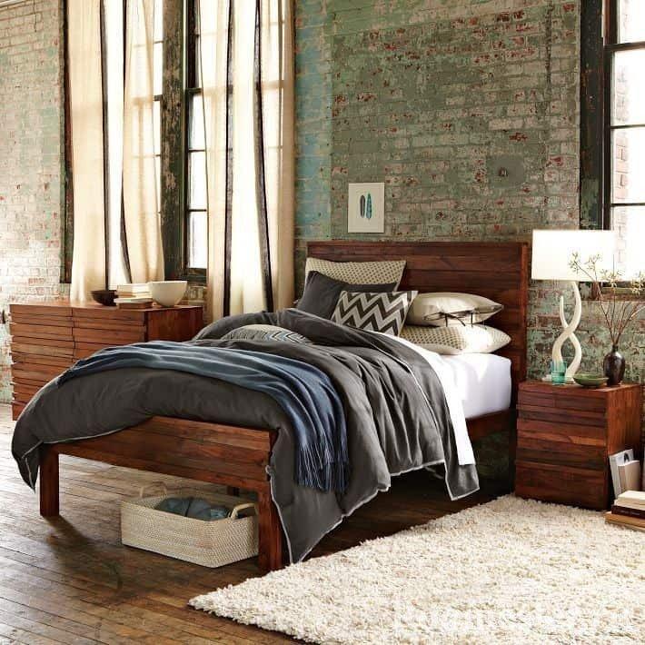 Современная старина в большой светлой спальне- стиль гранж