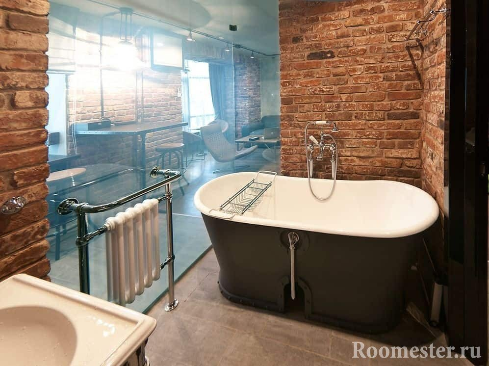 Роскошная ванная комната со стеклянной стеной в стиле гранж