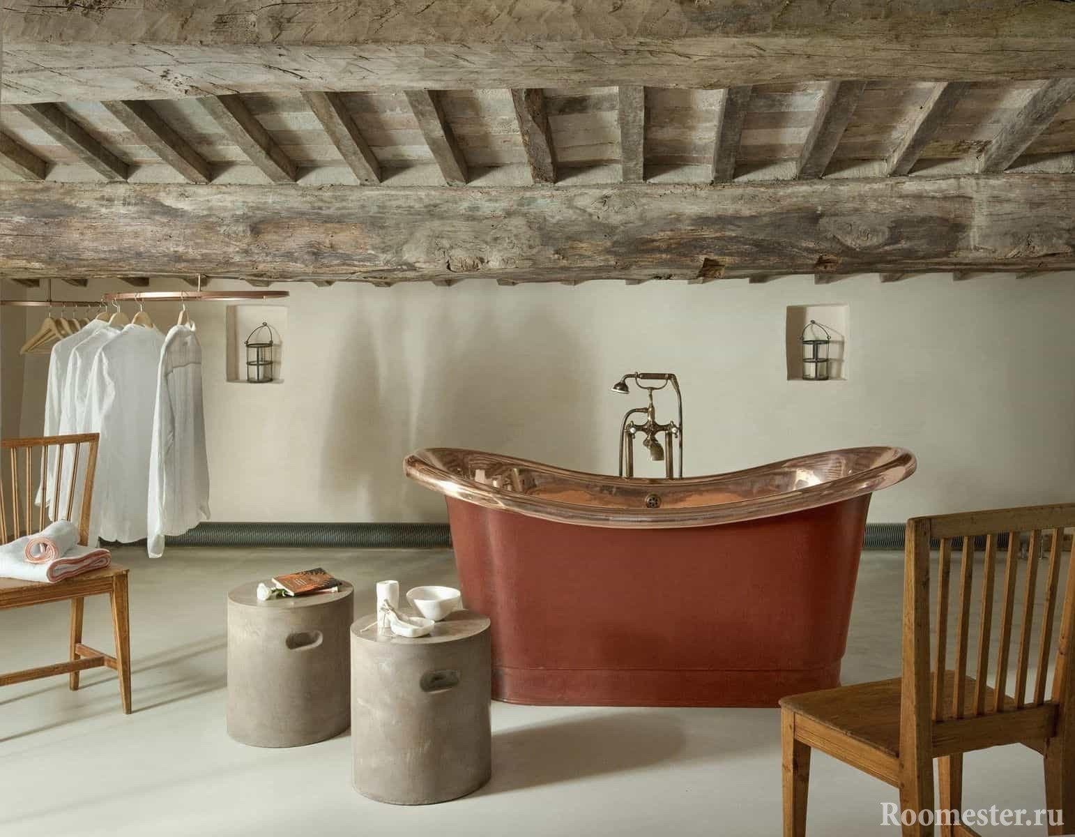 Потолок из деревянных балок в ванной
