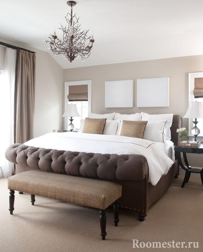 Кровать в мягкой оббивке