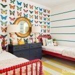 Детская комната с бабочками на обоях