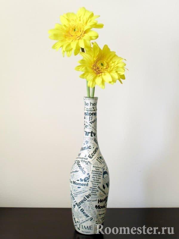 Декорирование бутылки газетой