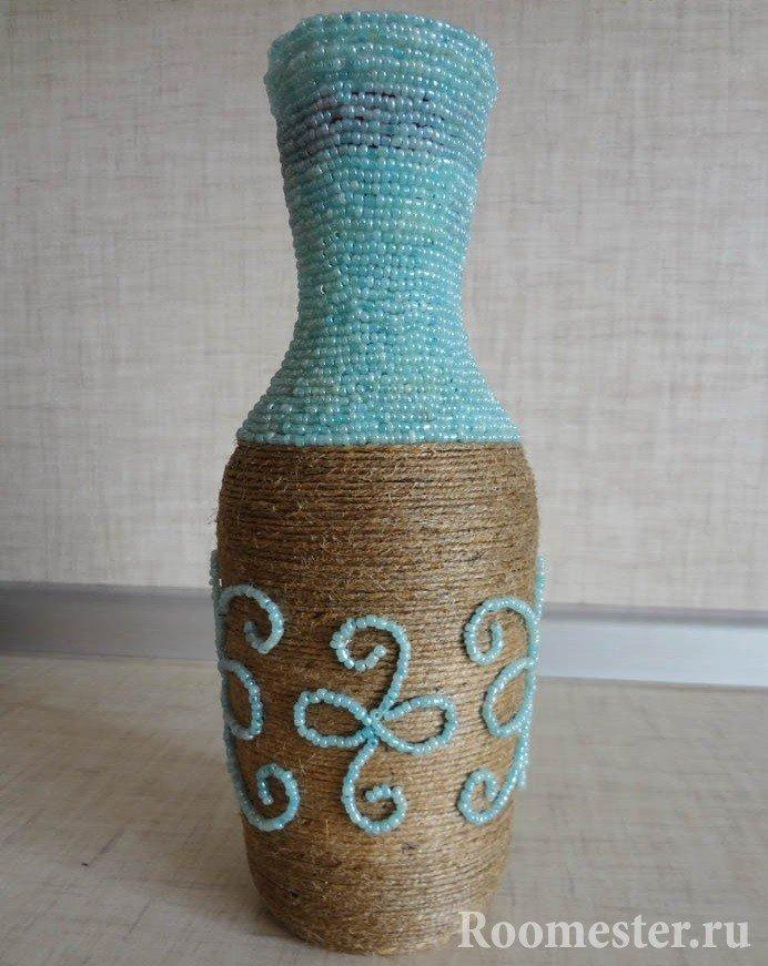 Украшение вазы из шпагата и бисера