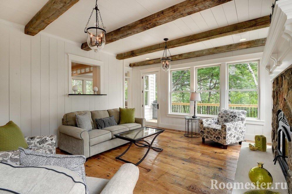 Белый потолок и балки