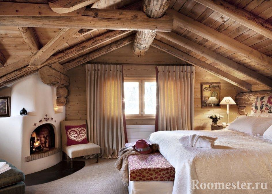 Спальная комната с камином