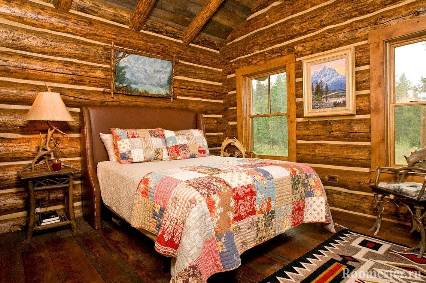 Бревенчатый дом, стены в спальне без отделки
