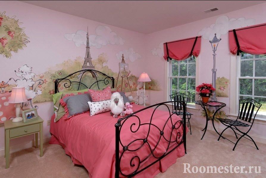 Спальня для девочки с расписными стенами