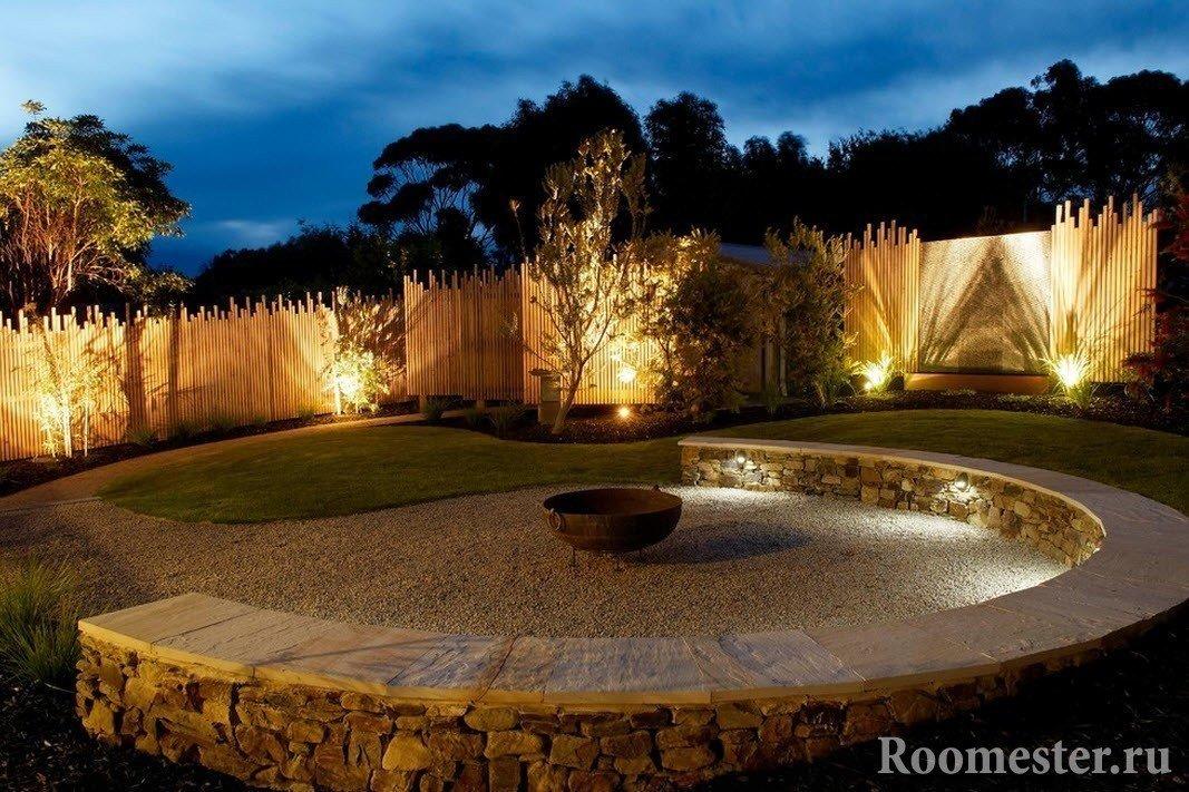 Захватывающая подсветка дворика
