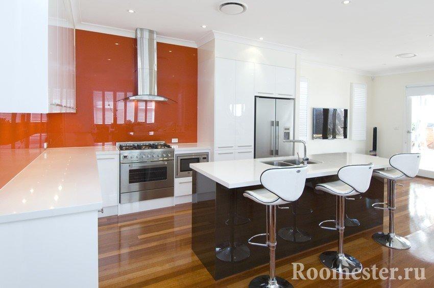 Глянцевый ламинат в кухне