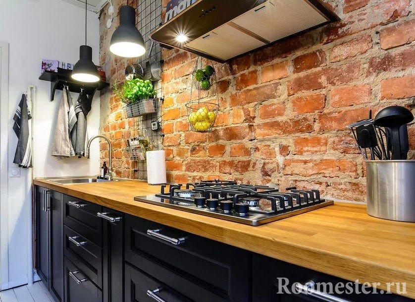 Кирпичная отделка стен в кухне