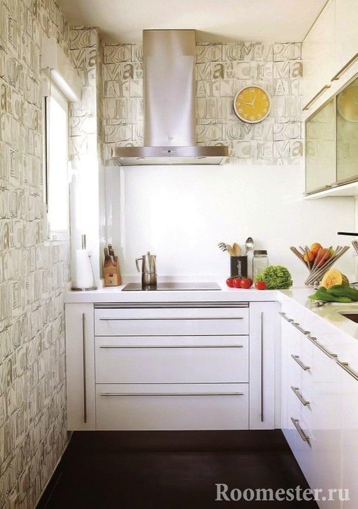Кухня 6 кв м с обоями на стенах