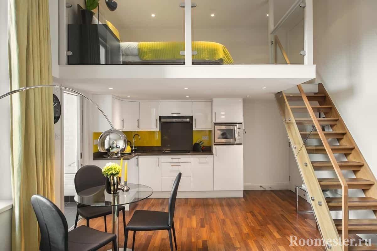 При высоких потолках можно сделать кровать под потолком
