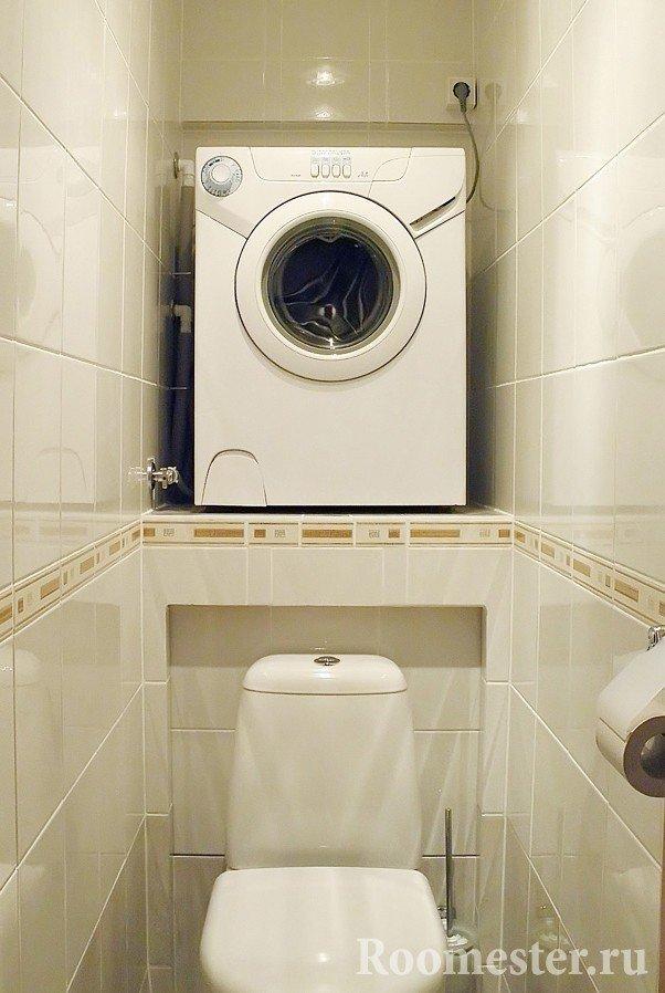 Маленький туалет со стиральной машинкой