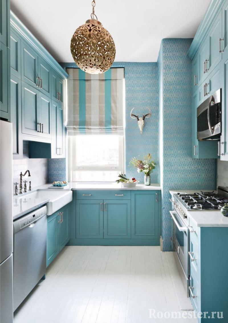Кухня с белым полом