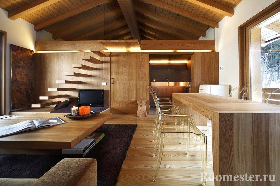 Светлое дерево в объединенной гостиной и кухни