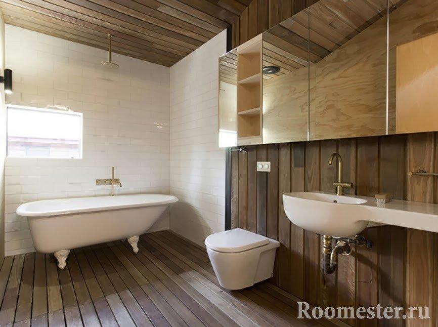 Ванная - сочетание дерева и плитки