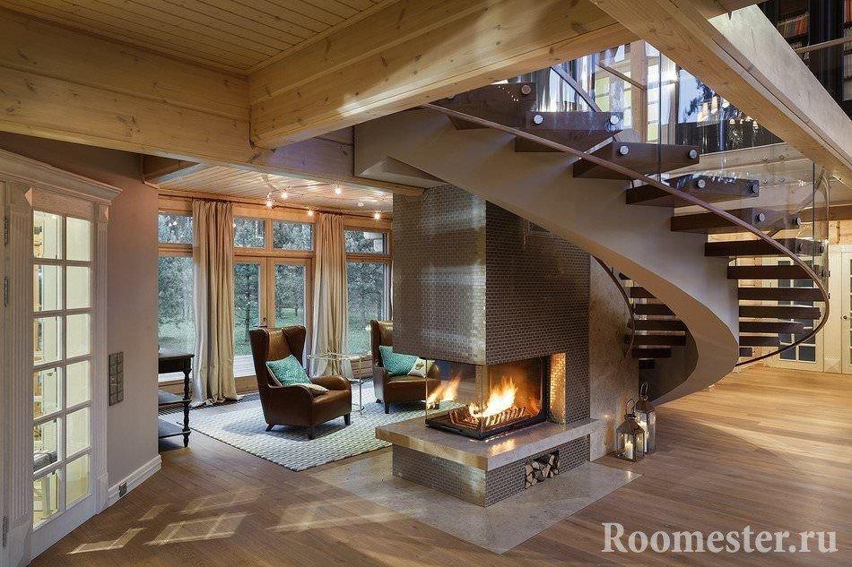 Гостиная с камином под винтовой лестницей