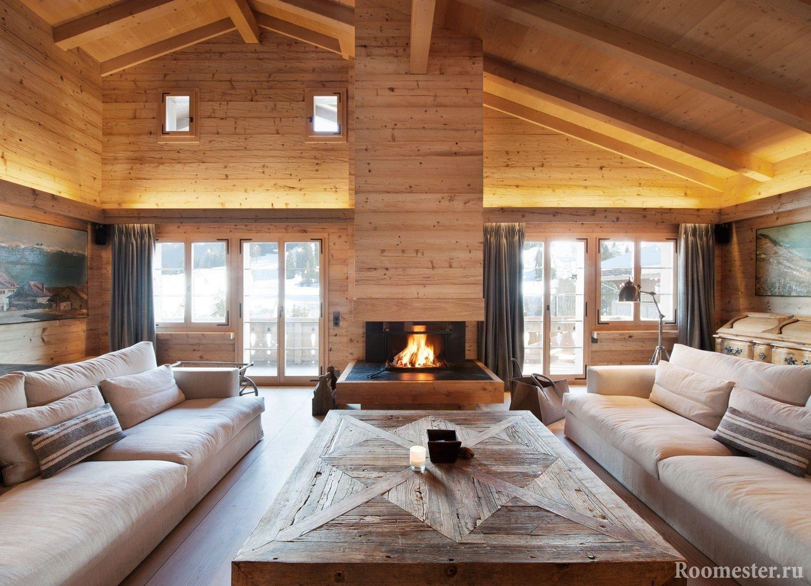 Гостиная с монсардным потолком и вторым светом