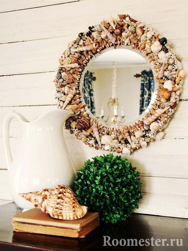 Round frame for a seashell mirror