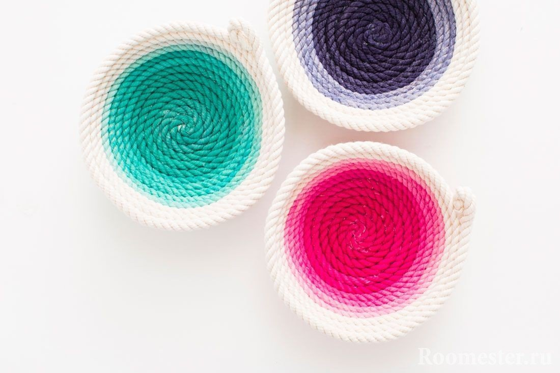 Colored vases of thick thread