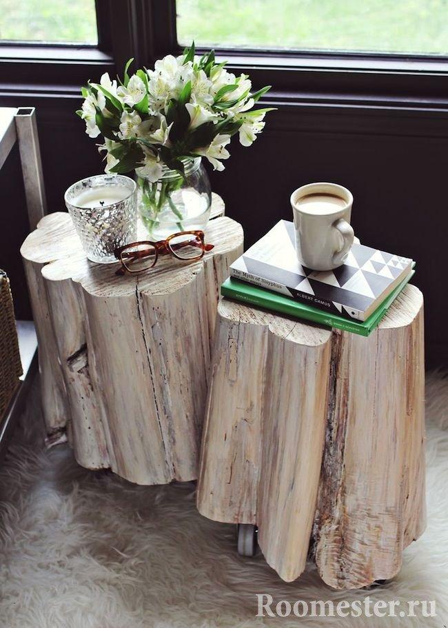 Pedestals on castors from logs